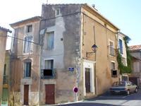 Maison de caractère à rénover, au centre d'un village à 5 mn de Clermont l'Hérault et proche du lac du Salagou. Possibilité de créer une terrasse.