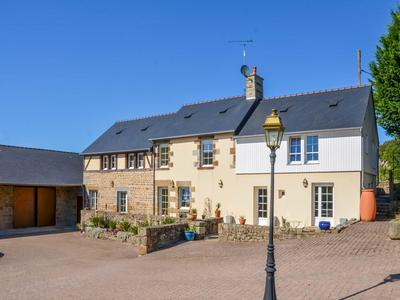 An exceptional package of property & business combining a stunning five bedroom home, a luxury seven bedroom chambre d'hôte and a two bedroom gite in the uniquely restored gatehouse. Situated in beautiful grounds of over 13 hectares making this an ideal boutique hotel, wedding or conference venue.