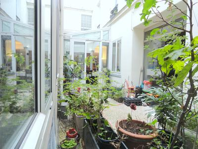 75010, strategically located 2 steps from Rue Sainte-Marthe, peaceful and sunny 245m2 maisonette (208m2 carrez)  with a planted garden ideal for an aperitif al-fresco, at the heart of 1900 historic building, between Belleville and Colonel Fabien metro