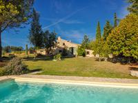 Vachères, Bastide provençale rénovée avec gîte, vaste terrain arboré, piscine, vue magnifique sur les alpes.