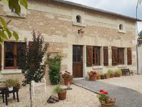 Très jolie maison en pierre, rénovée avec beaucoup de gout; 3 chambres et 3 salles d'eau; excellent état; jardin, piscine, vues dégagées