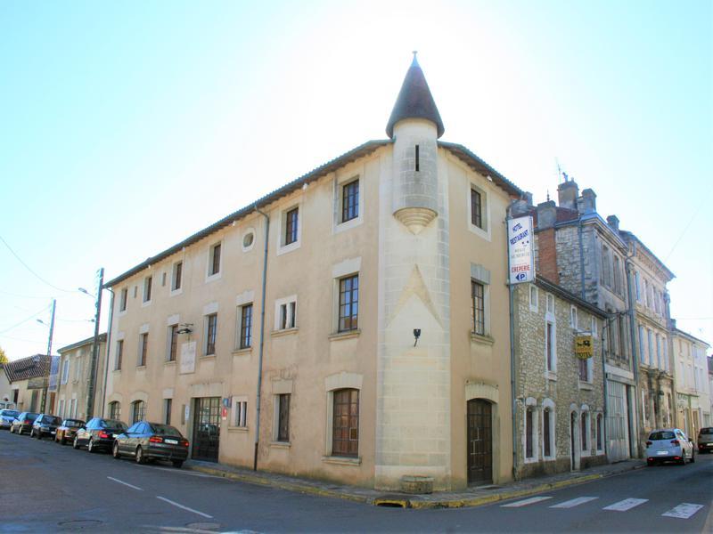 Commerce à vendre à LA ROCHEFOUCAULD(16110) - Charente