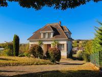 Très jolie maison de bourg de 5 chambres très spacieuse et lumineuse avec grand jardin et vues magnifiques sur la vallée