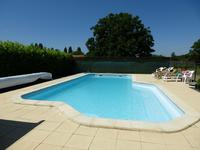 French property for sale in Nieul sur l Autise, Vendee - €381,600 - photo 2
