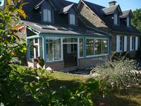 Une superbe propriété près de Domfront avec une vue magnifique sur joli village et campagne et le potentiel de développement