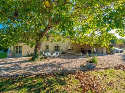 STUNNING PROPERTY WITH POTENTIAL FOR ALL YOUR PROJECTS! Two completely separate houses with each a pool and private garden. For private purpose, gite/b&B business, a barn for wedding venue or workshops, 4 ha and stables for horses...and...!!! All in Immaculate condition!