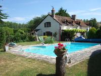 French property for sale in PARCAY LES PINS, Maine et Loire - €299,600 - photo 2