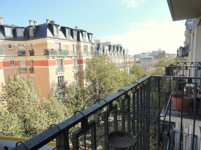 Paris 75015, Javel/Convention, bright 160m2 (4 bedrooms) double exposure apartment to renovate  with 2 balconies, and no vis-à-vis on the 6th floor of a recent and well maintained building with caretaker and elevator, at the heart of a family district, between the Seine and Saint-Charles market. Parking space possible.