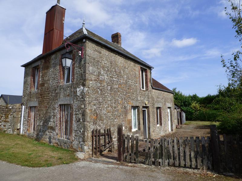 Maison à vendre à STE MARGUERITE DE CARROUGES(61320) - Orne