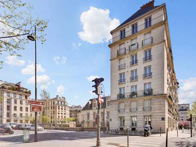 Paris 75004, Saint Paul/Seine, bright 85m2 (2/3 bedrooms) triple exposure apartment with no vis-à-vis and undisturbed views of the seine, on the 4th floor of a recent and well maintained building with caretaker and elevator, Parking space possible.