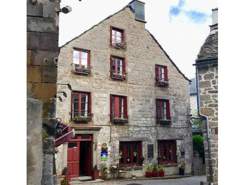 Commerce à vendre à BESSE ET ST ANASTAISE(63610) - Puy de Dome
