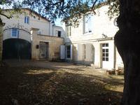 Spacieuse maison de ville individuelle, 6 chambres, grand jardin clos. proche du centre du bourg de St Maixent l'Ecole