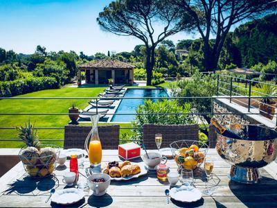 Saint Tropez Les Salins, Sublime, modern villa with sea views