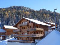 Super joli appartement avec 2 chambres, grand balcon et cave. Vue vers Mont Blanc. Piste vers le télésiège de la Roche a 200m. Navette gratuite de 06-00 a minuit. Tres bon prix ; moins de 3,000 euros par m2. Crête Cote Village, La Plagne, Paradiski