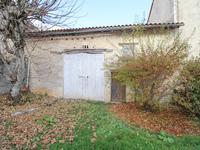 Maison à vendre à AIGRE en Charente - photo 1