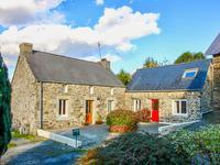 Un ensemble charmant de 2 maisons en pierres en pleine campagne avec potentiel de revenu dans le centre du Finistère.