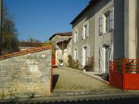 houses and homes for sale inMOUTONCharente Poitou_Charentes