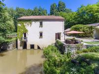 French property for sale in SAUVETERRE DE GUYENNE, Gironde - €630,000 - photo 2