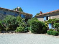 French property for sale in BAZOGES EN PAREDS, Vendee - €567,100 - photo 3