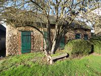 French property for sale in BALLOTS, Mayenne - €87,500 - photo 2