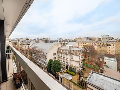 75016, 2 steps away from the Trocadero, very nice 2 bedroom offering 122m2 plus 17m2 Loggia & Balcony (see 360, video & map), bright with open air views for this 4th floor property at the heart of a contemporary building with 24h security, stuck between the Place de Mexico and the covered market Saint-Didier