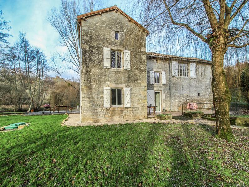 Maison à vendre à CHAMPAGNE MOUTON(16350) - Charente