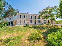 French property for sale in CRAVANS, Charente Maritime - €530,000 - photo 2