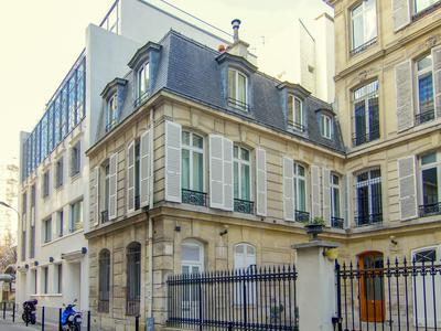 75008, between Champs-Elysées and Grand Palais, magnificent bright and quiet contemporary duplex with 7 rooms (4 bedrooms) offering approximately 163m2, fully renovated loft type, in the heart of a small 19th century private mansion tucked away in a private lane