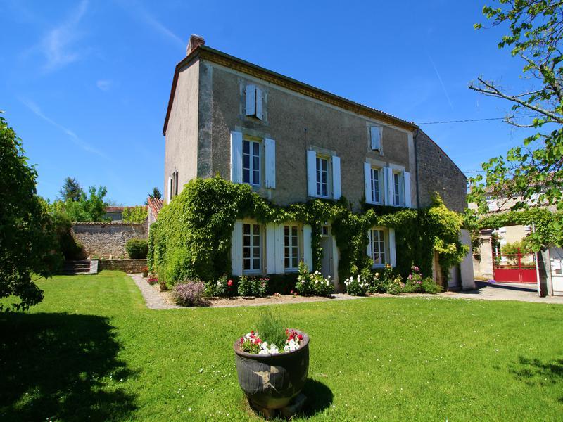 Maison à vendre à ST AMANT DE BOIXE(16330) - Charente