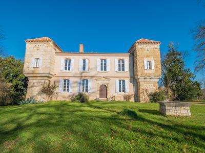 chateauin MAUVEZIN