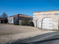 French property for sale in BARBEZIEUX ST HILAIRE, Charente - €325,000 - photo 3