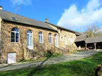 French property for sale in MARCILLE LA VILLE, Mayenne - €178,200 - photo 2