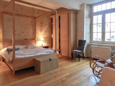 Magnifique Maison de maitre en parfait état. Quatre chambres, au bord du lac avec son propre parc