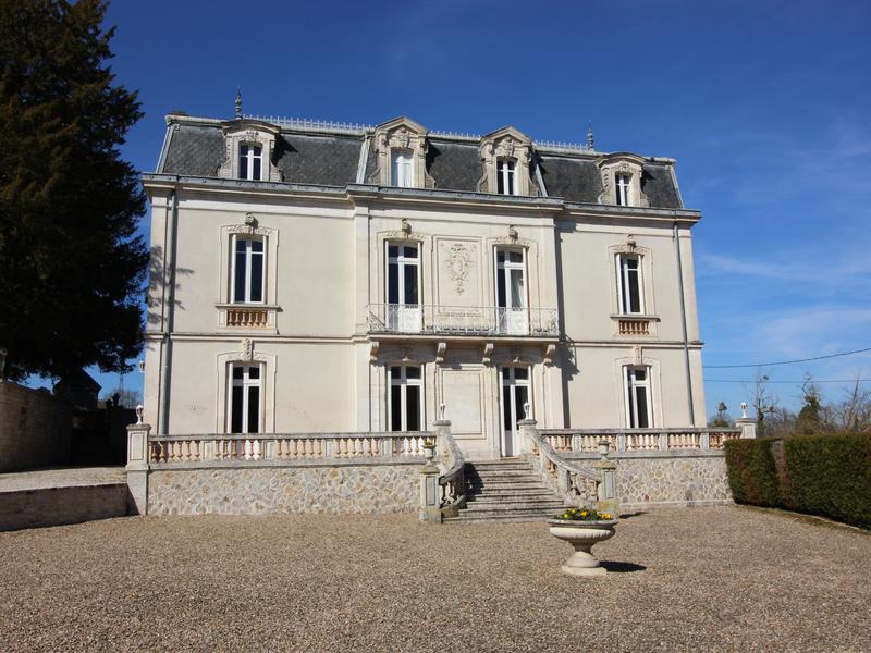 Chateau à vendre à LUXE(16230) - Charente