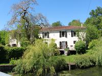 French property for sale in ST FRAIGNE, Charente - €418,700 - photo 9