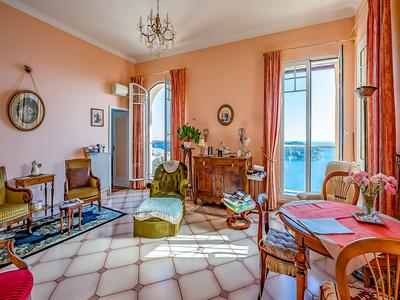 Villefranche - beautiful 2 bed villa apartment with stunning views of the Rade de Villefranche, Cap Ferrat and the sea beyond. Terrace and garaging
