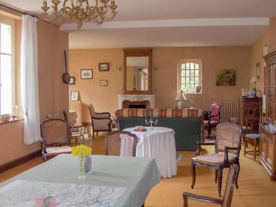 Manor house recently run as an upmarket B&B. Large function room, pool with covered entertainment area, beautiful park with peaceful country views.