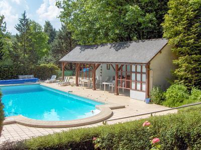 Beau manoir dans son parc paysagé, qui se prête à une activité de chambres d'hôte et lieu d'accueil pour fêtes et mariages.