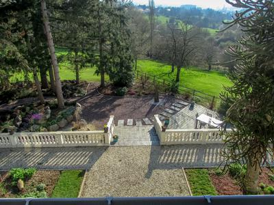 Lisieux Magnificent mansion and guest house in a quiet area in the middle of a landscaped park.