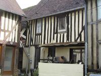 Une charmante petite maison à colombage dans le centre de Livarot, ville située elle-même au coeur du Pays d'Auge.