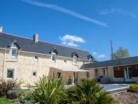 Magnifique grange avec 4 chambre et 3 salle de bain. Piscine chauffée et Gite en plus de 4000m2 de park. Proche de Bayeux et 20 min a Caen.