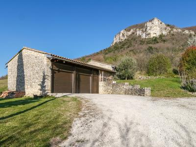 Souspierre; an exceptional property in the Drôme provençale. Renovated 240m2 stone house with stunning views, land, outbuildings and a swimming pool. Very well kept.