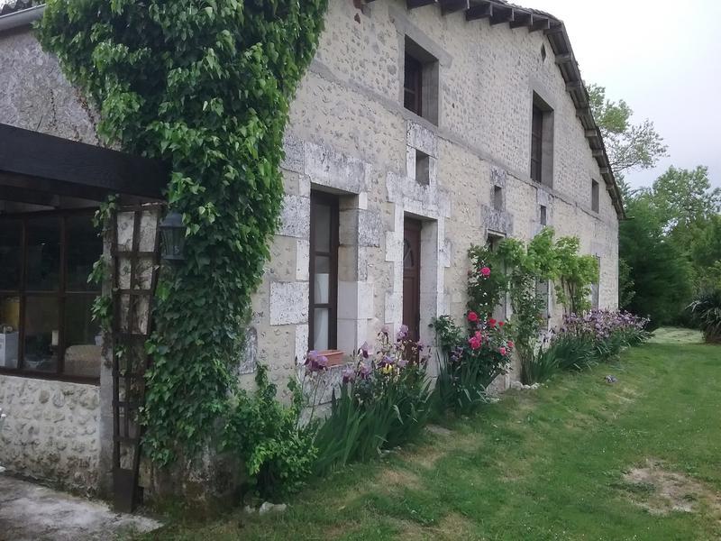 Maison à vendre à MONTMOREAU ST CYBARD(16190) - Charente