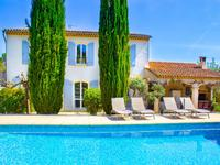 Très belle bastide de 200 m² comprenant 4 chambres, 3 salles de bain, piscine, jacuzzi, vue dégagée, exposition sud. Au calme, facile d'accès.