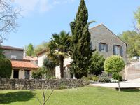 Un belle restauration, maison avec 3 chambres grande salon et des vue sur le campagne.