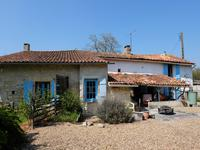 houses and homes for sale inCHASSIECQCharente Poitou_Charentes