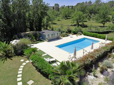Eco-friendly 3 bedroom villa with 5 independent suites, swimming pool and garage in Seillans.