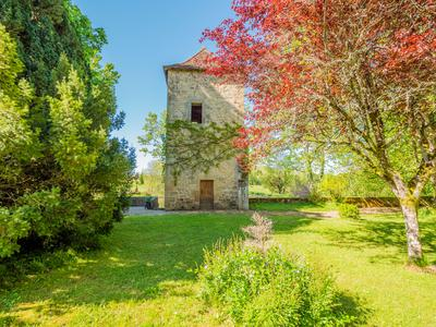 Prestigious château in beautiful setting with chapel and outbuildings to be developed, surrounded by 40 hectares of land with lake, close to the town of Excideuil in the Green Périgord.