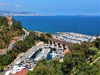 Charmante villa provençale avec studio indépendant, piscine et vue panoramique imprenable sur mer et montagnes - à un prix inférieur à sa valeur actuelle.