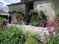 French property for sale in VILLIERS COUTURE, Charente Maritime - €149,000 - photo 9